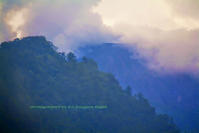 Puncak Gunung Slamet dilihat dari Guci