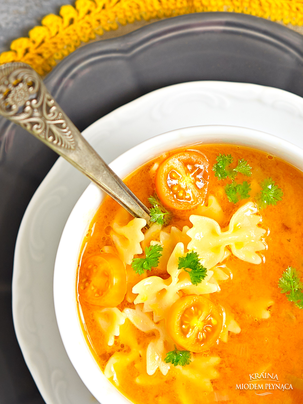 Zupa z soczewicą, zupa ze świeżymi pomidorami,zupa z imbirem, pomidorowa z soczewicą, pomidorowa z makaronem, zupa z soczewicy, zupa z pomidorów, zupa ze strączkami, kraina miodem płynąca