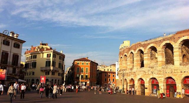 Região entre o centro turístico e a estação de trem Porta Nuova