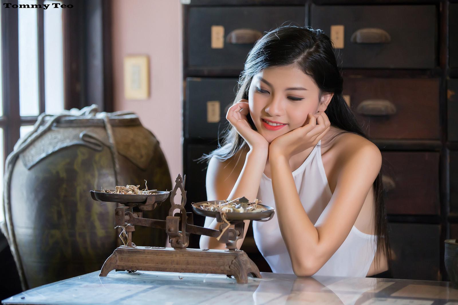 Nhung Nguyễn teen mặc áo yếm xinh - Cô tấm bốc thuốc