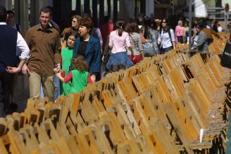 Abonados de Málaga recogen firmas contra el cambio de sillas en Semana Santa