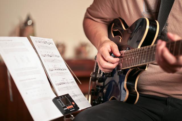 Kinh nghiệm và Những điều cần biết khi tự học đàn Guitar