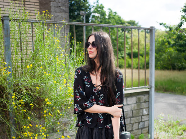 Outfit: boho in extensions and lace up blouse