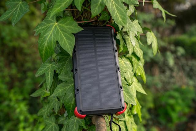 OUTXE 20000mAh Solar Powerbank 4A Dual Input | Energie für unterwegs 09