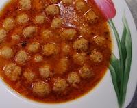 ev yemeklerinden en kolay yapabileceğiniz lezzetli domatesli sulu köfte