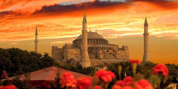 Η Άγκυρα διόρισε ιμάμη στην Αγία Σοφία - Θέλουν να ξορκίσουν το κακό που έρχεται; - Τι σημαίνουν οι τέσσερις Άγγελοι που αποκαλύφθηκαν στο ναό;