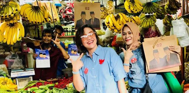 Gerakan Rabu Biru MPI, Pedagang Di Pasar Mede Salam Dua Jari
