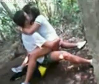 Estudiantes Captados Teniendo Sexo en el Bosque