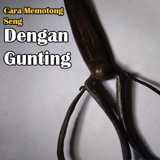 Cara Memotong Seng dengan Gunting