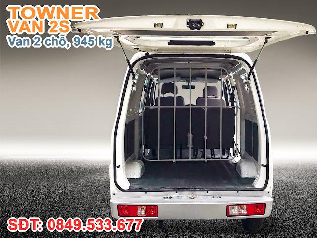 Cửa sau xe Towner Van được trang bị ty hơi trợ lực, thuận tiện xếp dỡ hàng hóa