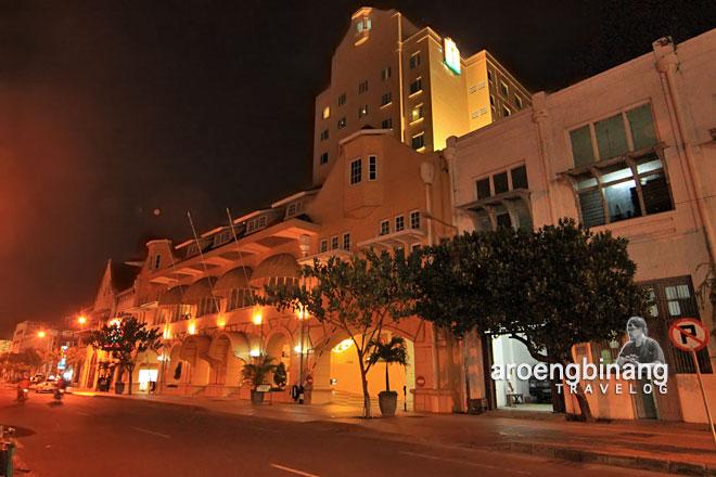gedung hotel ibis surabaya