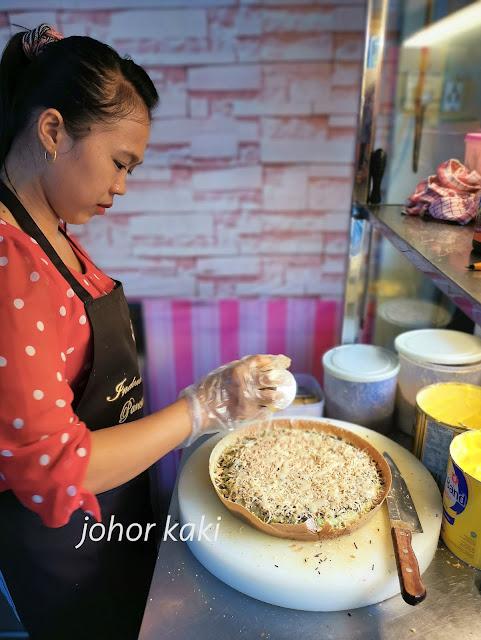 Martabak 818 in Batam. Indonesian Style Ban Chang Kueh or Apom Balik
