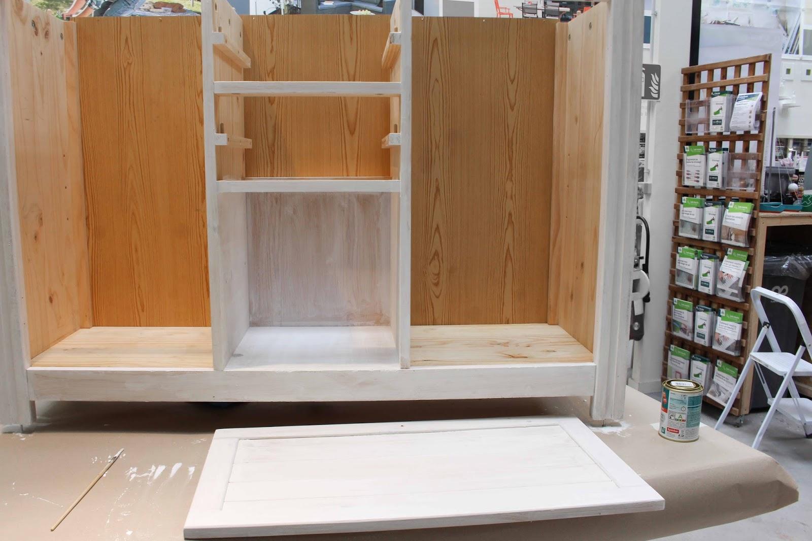 cours de bricolage chez leroy merlin relooker un meuble. Black Bedroom Furniture Sets. Home Design Ideas