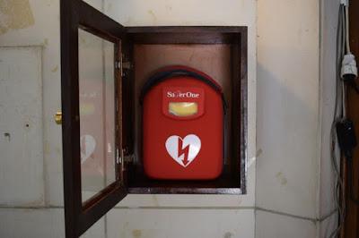 Αποτέλεσμα εικόνας για Αυτόματος Εξωτερικός  Απινιδωτής (AED) sτην είσοδο του Δημαρχείου Αγρινίου