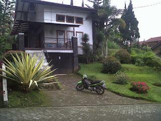 http://vilaistanabungavilage.blogspot.com/2015/12/blok-d-no-4-villa-istana-bunga.html