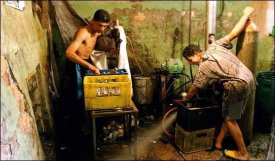 Descubren una fábrica de Pepsi pirata; mira el proceso que llevan