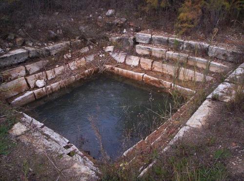 Baños del Emperador, piscina de las mujeres