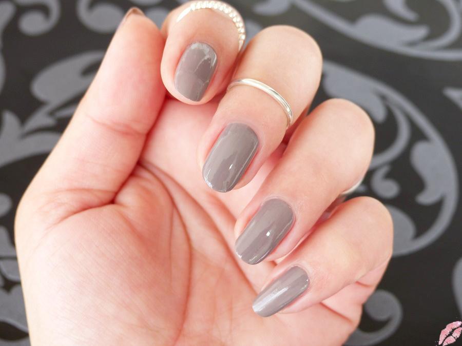 nails 77 chinchilly von essie tiamel. Black Bedroom Furniture Sets. Home Design Ideas