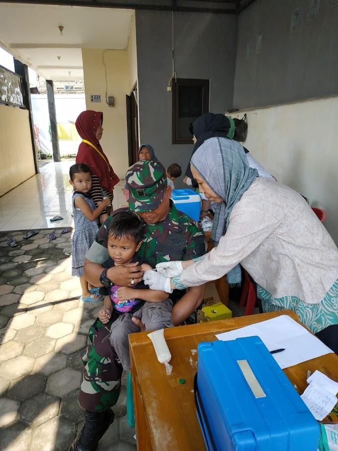 Babinsa Koramil 01/Panmas Rayu Anak Jangan Takut Imunisasi Difteri