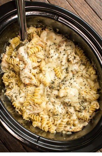 Slow Cooker Pesto Mozzarella Chicken Pasta