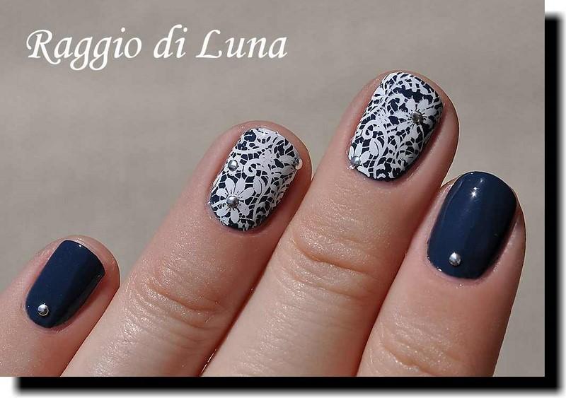 Raggio di Luna Nails: Stamping: Floral lace pattern on dark blue