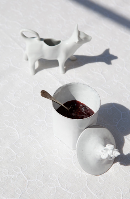 white in the french kitchen… and 'le trousseau'…