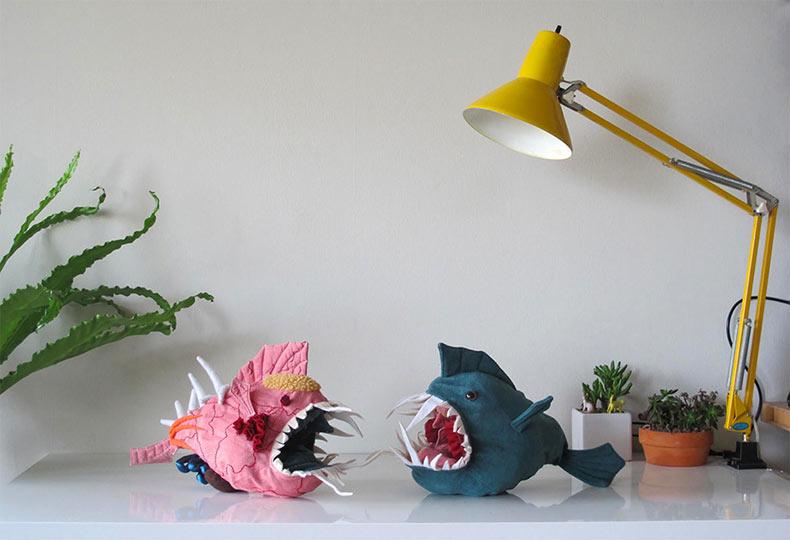 Morris: Un juguete de pez anzuelo cuyo relleno reversible ayuda a enseñar su anatomía