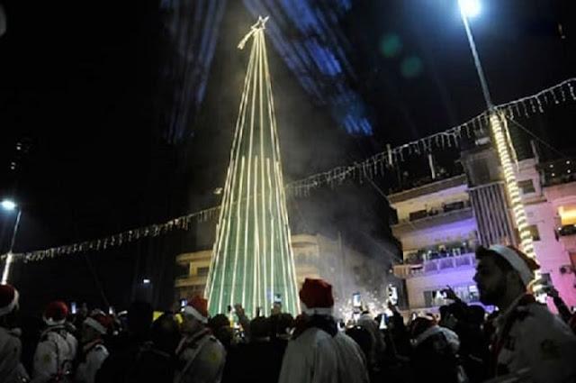 إضاءة أكبر شجرة ميلاد...في ساحة العباسيين بدمشق.