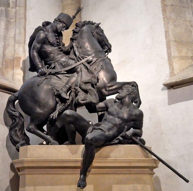 Escultura de San Martín en la Catedral de San Martín (Bratislava) (@mibaulviajero)