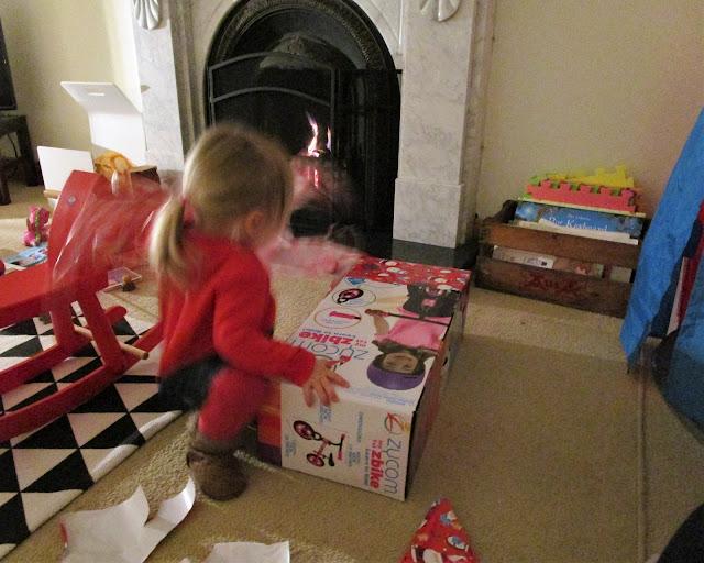 joululahja, tasapainopyörä, takkatuli, keinuhevonen