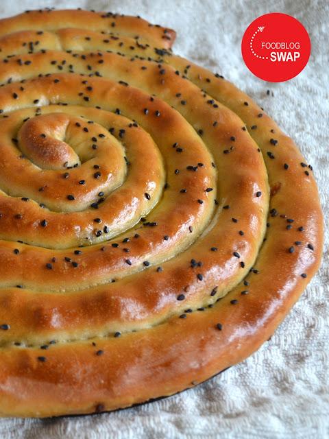 broodmhancha (opgerold brood) met gehakt, paprika en geitenkaas