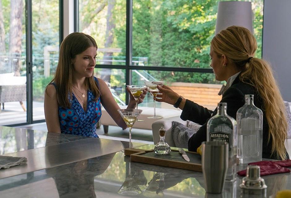 """Blake Lively e Anna Kendrick no trailer de """"Um Pequeno Favor"""""""