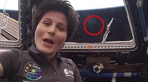 Múltiples OVNIs acelerando cerca de la ISS durante una transmisión en vivo