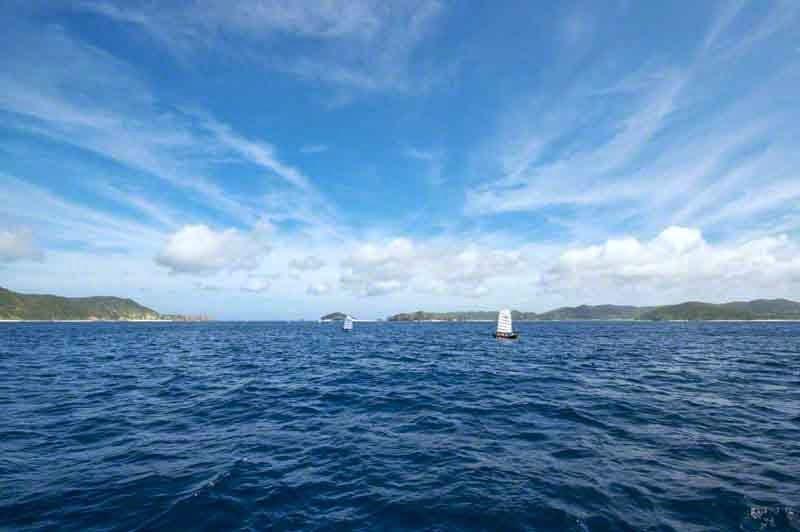 islands,blue skies,sabani boats