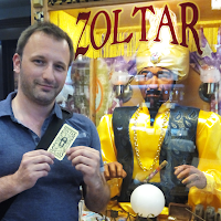 Seb's New York TO DO LIST : me faire prédire l'avenir par Zoltar