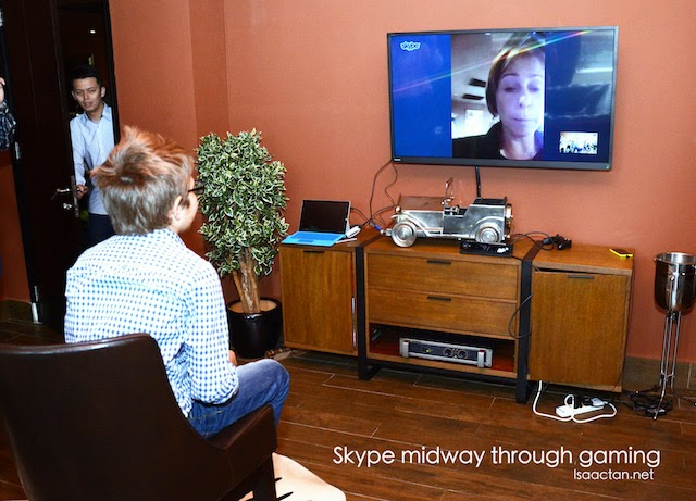 Experience Skype on the big screen, which momentarily pauses your game to answer the call