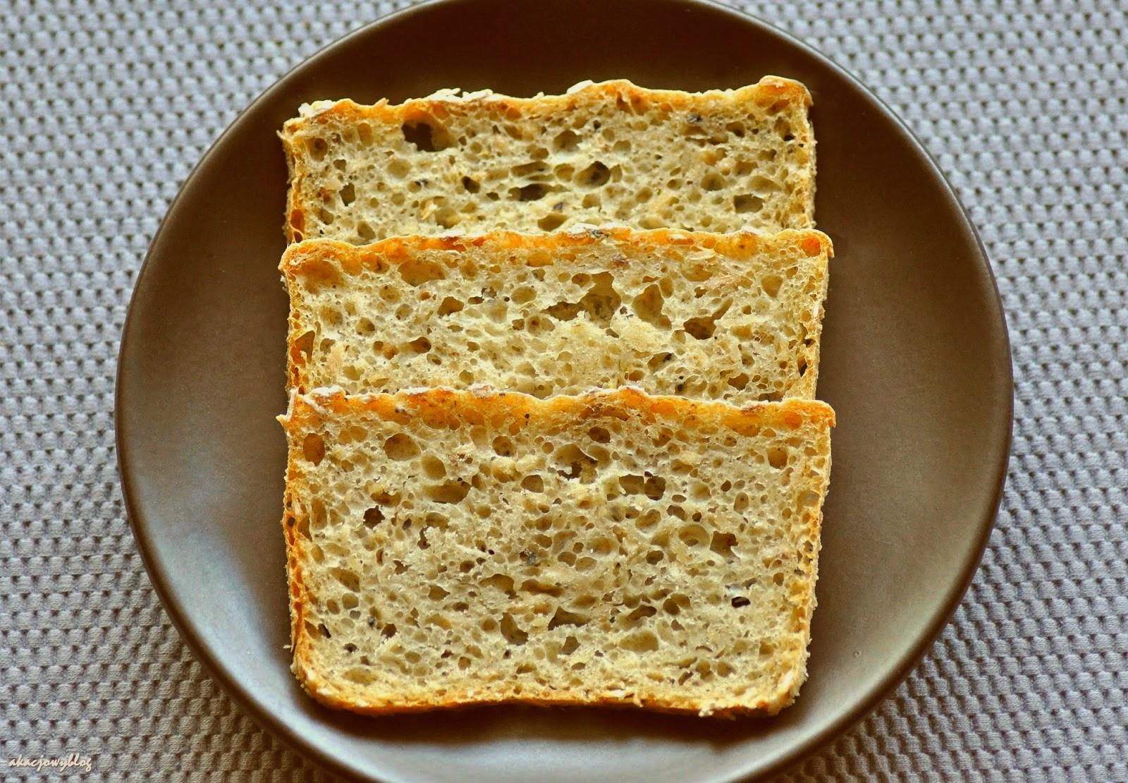 Chleb ziołowy z płatkami owsianymi.