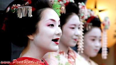 Inilah Beberapa Hal Yang Dianggap Cantik Di Jepang Namun Sangat Tak Lazim Di Indonesia!
