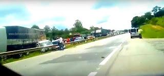VEJA VÍDEO: Acidente com 8 veículos deixa feridos e fecha pista na BR-381