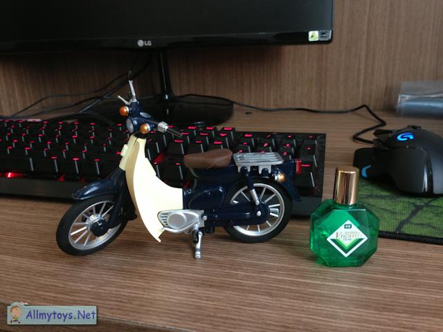 Honda Super Cub model bike toy 3