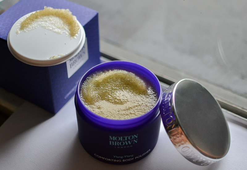 Molton Brown Comforting Body Polisher Scrub with Vanilla Ylang-Ylang Sugar Olive Oil - Review