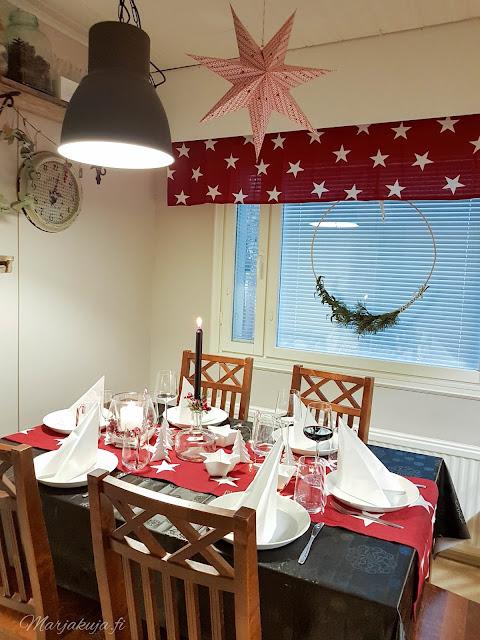pöytä  kattaus joulunodotus