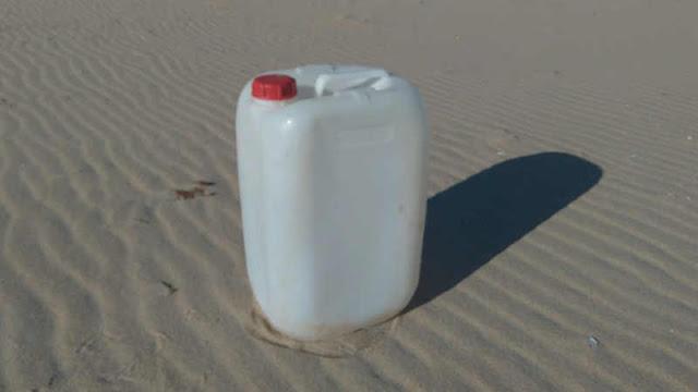 Cantara abandonada en playa