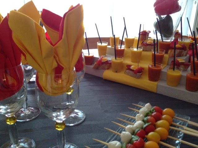 Réalisation et dressage pour buffet espagnol,gaspacho bi-colore,brochettes