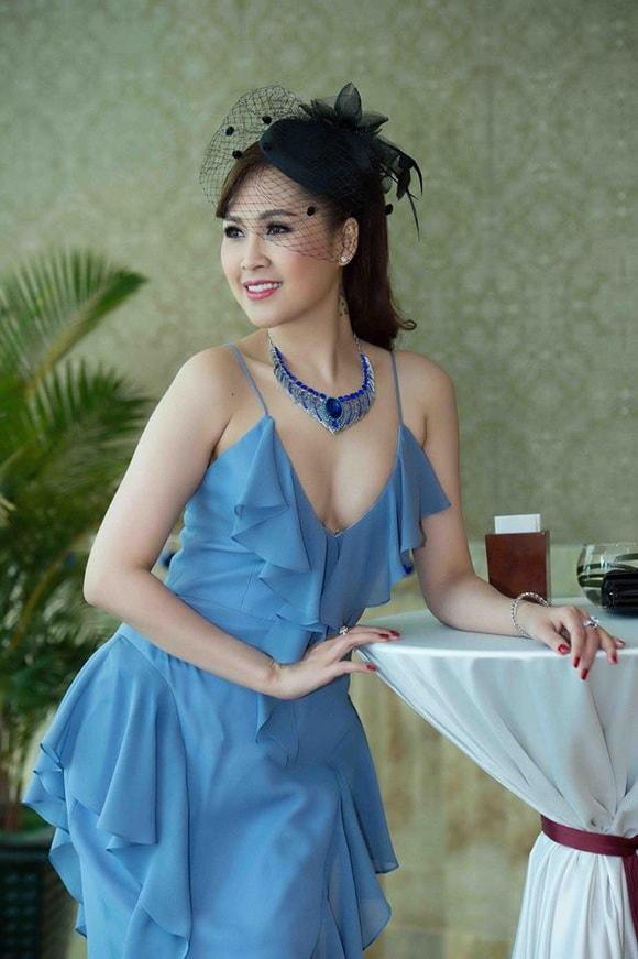 'Gái nhảy' Minh Thư diện váy xanh tiên cá khoe vẻ đẹp gợi cảm tuổi 42 -8