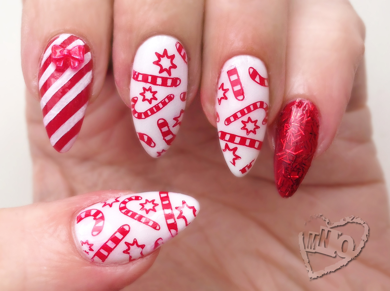 mno: Christmas Candy Cane Nail Design
