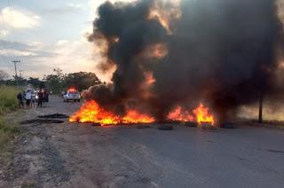 http://vnoticia.com.br/noticia/2724-manifestantes-fecham-estrada-entre-sao-francisco-e-guaxindiba-apos-asfalto-ceder-novamente