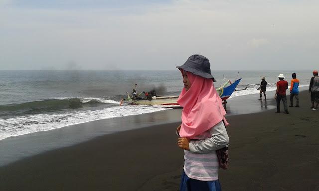 Pantai Nyamplong Kobong - Jeni, Mojomulyo, Puger, Jember
