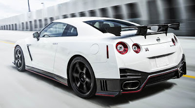 2016 Nissan GT R back view with cool tier
