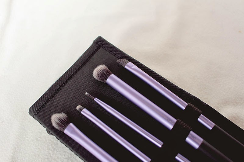 base shadow brush, deluxe crease brush, accent brush, fine liner brush, brow brush,starter set, your eyes enhanced, real technique, brush, samantha chapman, review, beauty, makeup, blog, enjoyk,